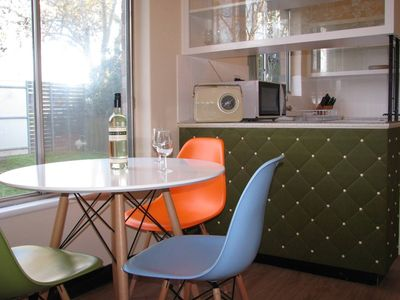 Retro kitchen with view of front garden