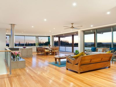 OPEN LIVING AND VIEWS TO THE GLASSHOUSE MOUNTAINS