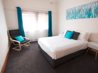 King or 2 Singles Bedroom  The Murdoch  Short Stops  Wangaratta Accommodation