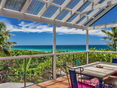PANDANUS POOL BEACH HOUSE- VERANDAH WITH VAST OCEAN VEIWS