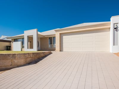 Luxury Home in Geraldton Sleeps 12 + Cot Simply Stunning Ocean Views