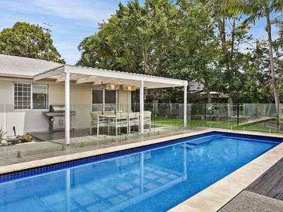 Newly renovated, private pool situated walking distance to shops & river
