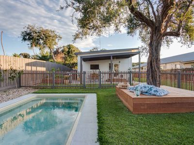 St Loy Cottage - with a pool and large backyard