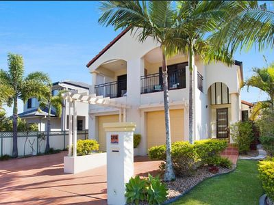 Gorgeous Townhouse less than 1km from the beach