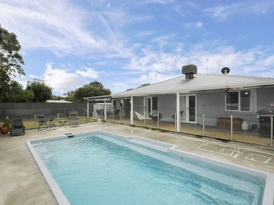 Great Family Getaway with Swimming Pool