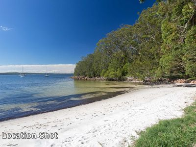 'Randall Retreat', 22a Randall Drive - great position across from the waters edg