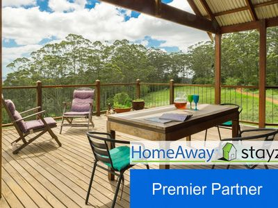 [Premier Partner] : A deck with a view any season - it's the place to be