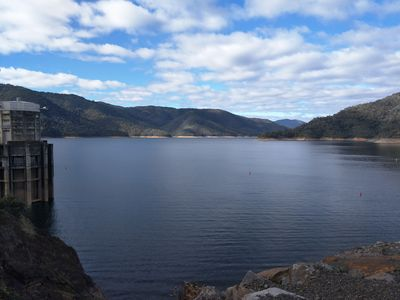 Lake Eildon Dam at your doorstep. Only a few minutes walk away