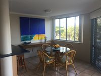 Spacious dining and breakfast bar