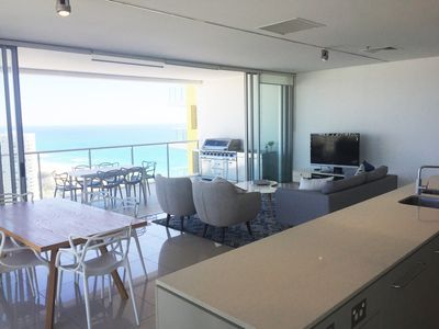 Luxury apartment with sweeping ocean views