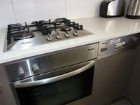 Miele oven+gas cooktop+dishwasher:all Parramatta View Furnished Apartments