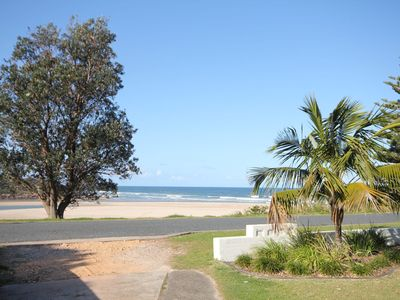 BEACHFRONT 4- 4/12 Bundella Ave LC