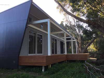 Stringy Bark, a Modern New House