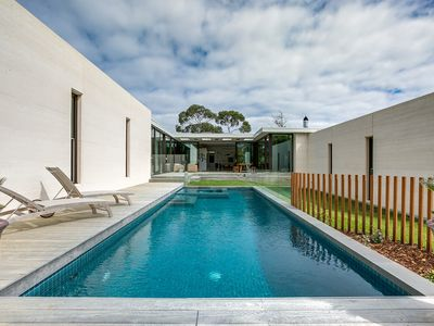 Glen Shian Sanctuary with Sparkling Pool and Luxurious Spa