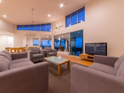 Azure Sea Executive Point Town Home - Airlie Beach NEW LISTING