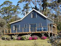 Escape to a tranquil Tasman peninsula retreat and enjoy every moment.