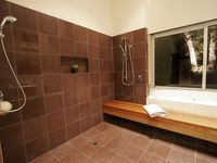Double-sided shower