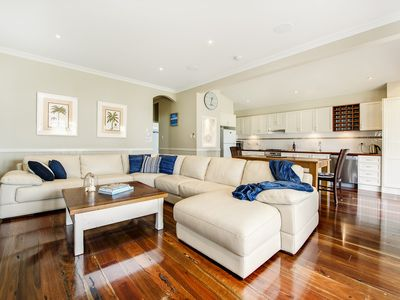 BANKSIA WATERFRONT BEACH HOUSE