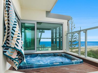 Kirra Pearl Penthouse - Beachfront Luxury