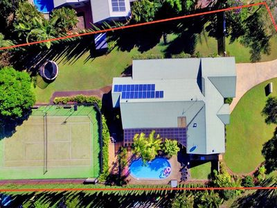 Noosaville Private Resort Home . 5 bedrooms. 9+ guests