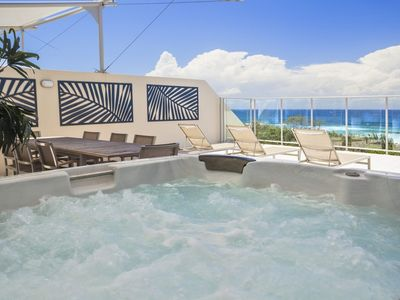 KINGSCLIFF BALE PENTHOUSE WITH OCEAN VIEWS & JACUZZI SPA