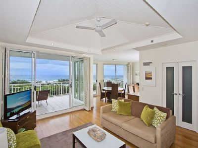 MAN4324 DELUXE NORTH FACING OCEAN VIEW SPA SUITE KINGSCLIFF
