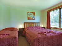 2 Bedroom apartment with 2 queen beds and one single bed