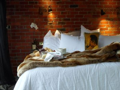 Comfortable King Sized Bed, feather pillows, Bespoke European linen