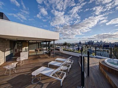 City View Rooftop Hot Tubs, BBQ, indoor/outdoor Kitchen, Cinema room